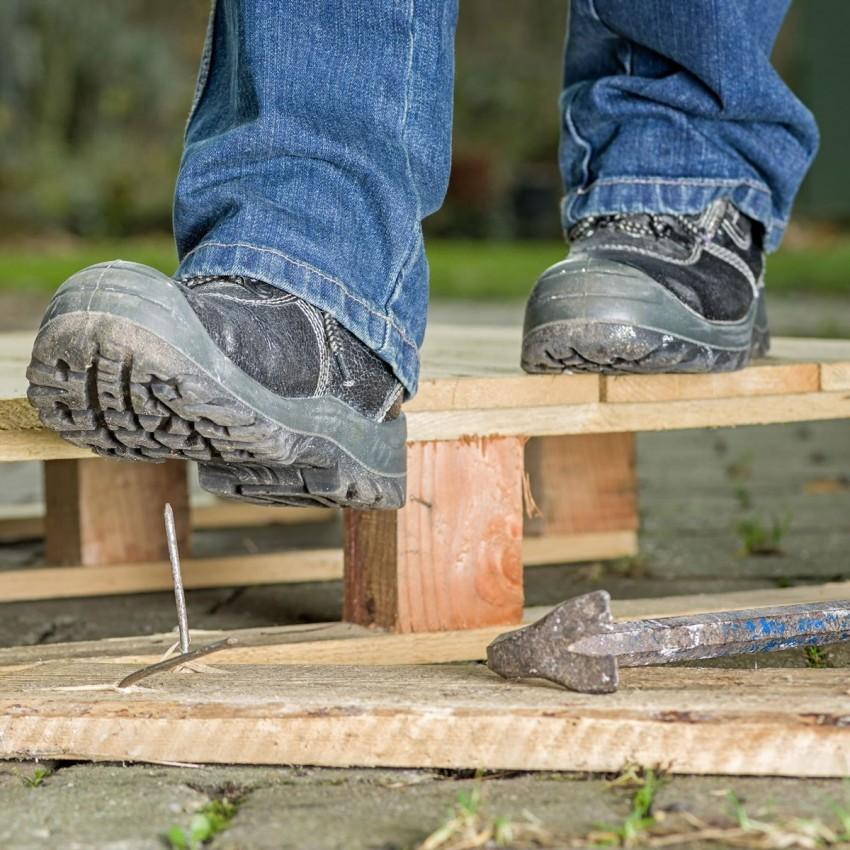 Porady praktyczne – Jak wybrać odpowiednie buty robocze ?