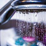 Designerskie i funkcjonalne panele prysznicowe