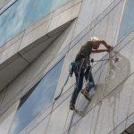 Środki do mycia szyb – sposoby konserwacji i porady dotyczące pielęgnacji okien.
